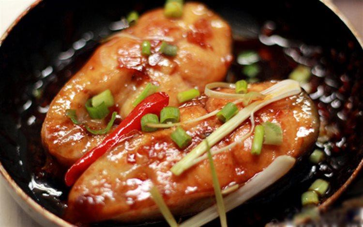 Trời se lạnh chế biến món cá kho tộ cho bữa cơm trưa - Ảnh 3