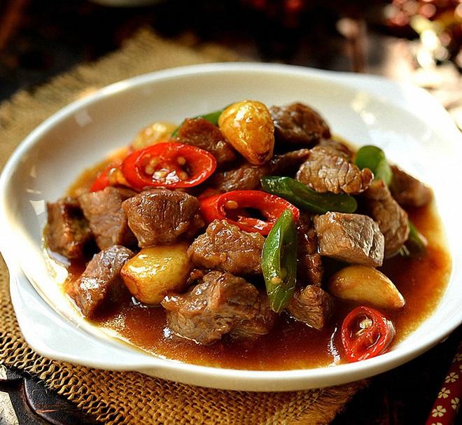 Món ngon bữa tối: Quên thịt bò xào thập cẩm đi, thịt bò rim tỏi ớt đậm đà hơn nhiều - Ảnh 4
