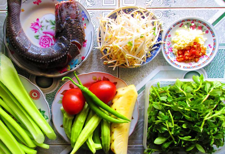 Món ngon bữa trưa: Canh chua cá lóc, thịt rang cháy cạnh  - Ảnh 1