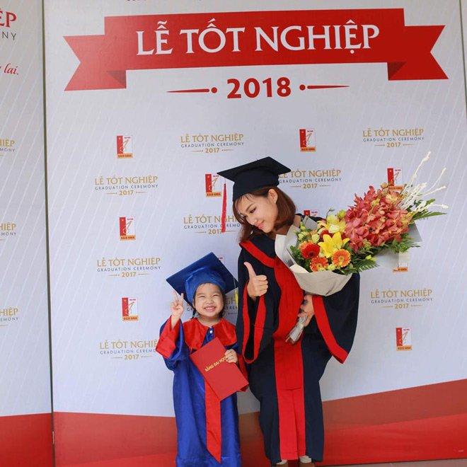Nữ sinh Bách Khoa đưa con 3 tuổi đi nhận bằng tốt nghiệp và 'khoảng trời' của mẹ đơn thân - Ảnh 1