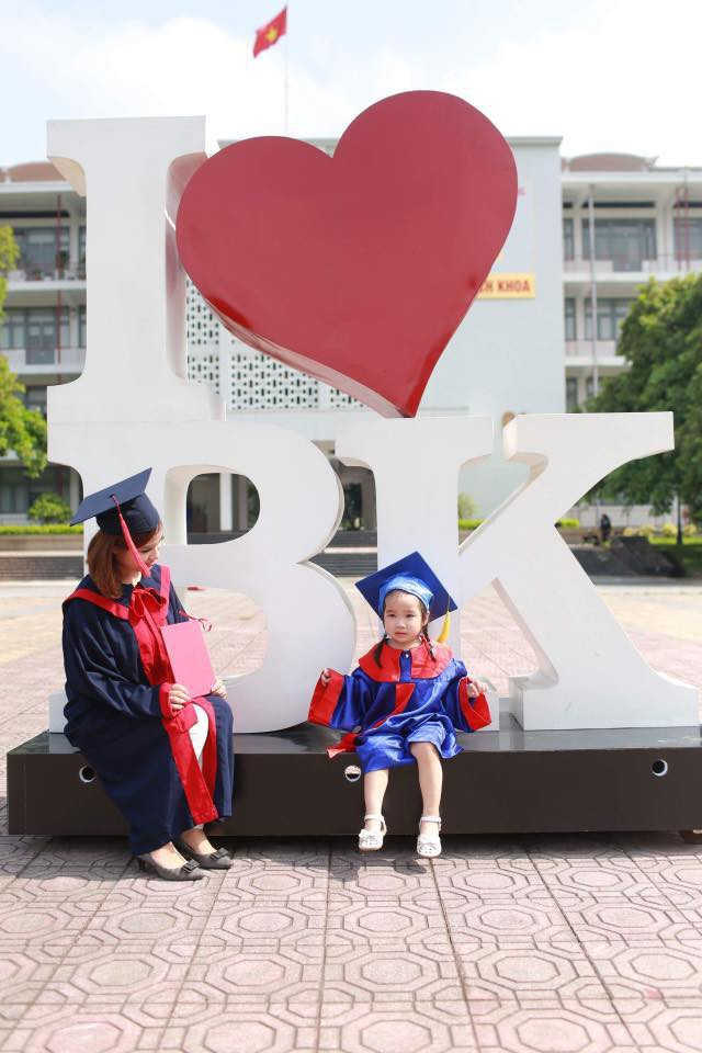 Nữ sinh Bách Khoa đưa con 3 tuổi đi nhận bằng tốt nghiệp và 'khoảng trời' của mẹ đơn thân - Ảnh 2