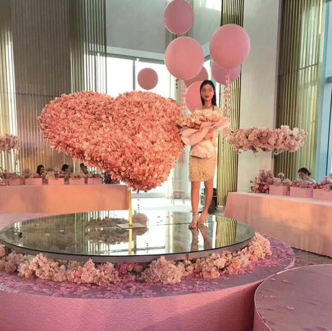 Chàng trai dùng gần 2 tỷ cắt thành trái tim tặng sinh nhật bạn gái bị dân mạng chỉ trích - Ảnh 1