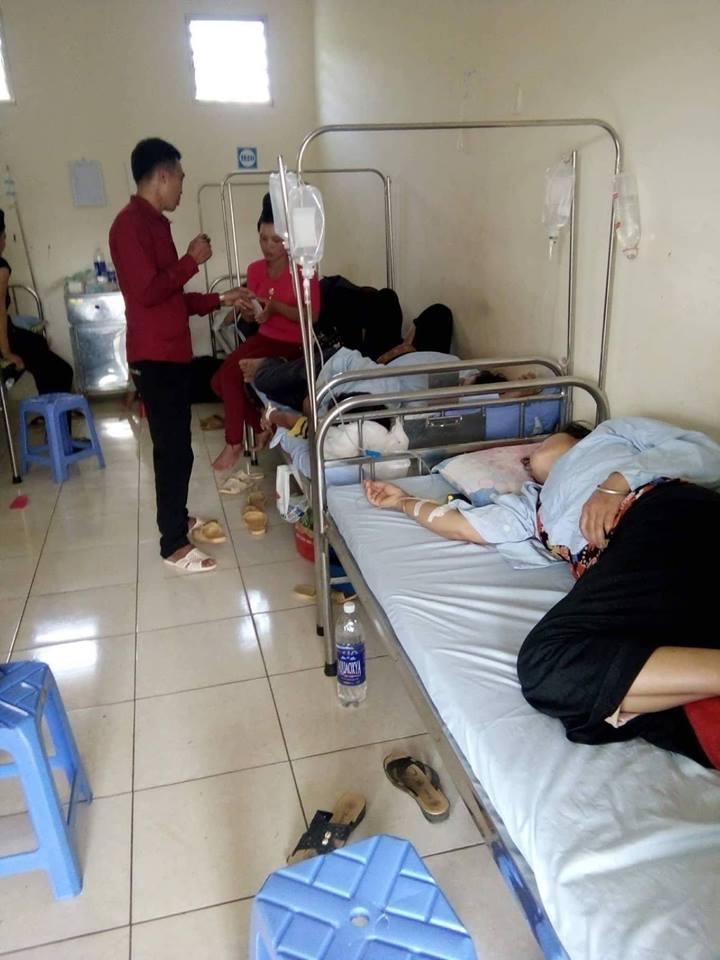 Sơn La: 141 người cấp cứu sau bữa cỗ cưới khiến bệnh viện quá tải - Ảnh 1