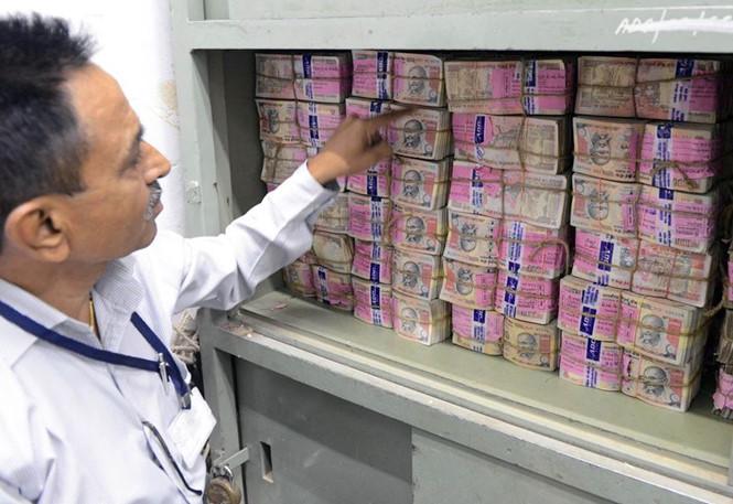 """Ấn Độ """"đau đầu"""" tìm cách xử lý 23 tỷ tờ tiền vô giá trị - Ảnh 1"""