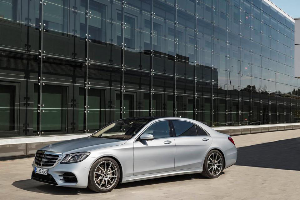 Dòng sedan cao cấp Mercedes-Benz S-Class 2018 giá từ 2,06 tỷ đồng - Ảnh 1