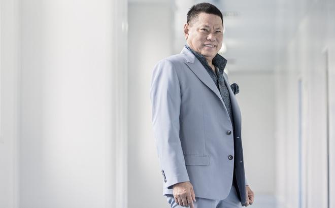 Tỷ phú Mỹ gốc Việt Hoàng Kiều tụt 64 bậc trong danh sách giàu nhất nước Mỹ - Ảnh 1