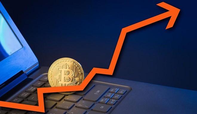 Bitcoin lần đầu tiên vượt mốc 7.000 USD - Ảnh 1