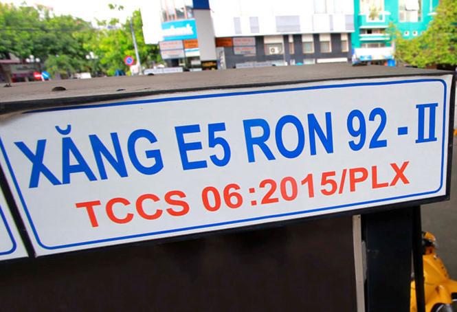 Petrolimex, PVOIL triển khai bán xăng sinh học E5 RON 92 sớm hơn lộ trình - Ảnh 1