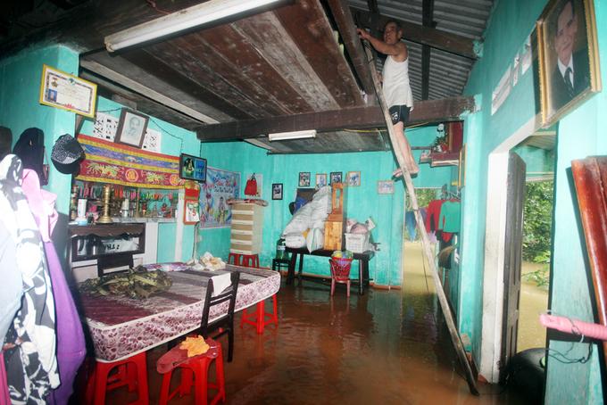 Quảng Nam: Nhiều tuyến giao thông bị chia cắt vì lũ lụt - Ảnh 3