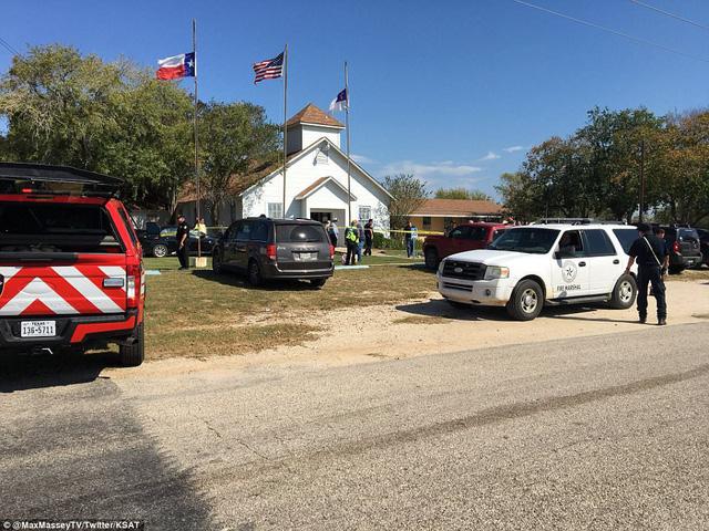 Hiện trường vụ xả súng ở nhà thờ Mỹ khiến khoảng 50 người thương vong - Ảnh 5