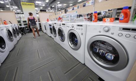 """Máy giặt """"Made in Việt Nam"""" của Samsung, LG bị kiện bán phá giá - Ảnh 1"""