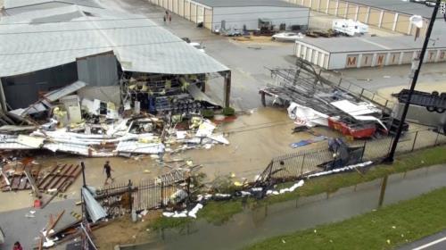 Sau siêu bão Harvey đổ bộ, Mỹ đề xuất tăng thuế bất động sản để tái thiết Houston - Ảnh 1