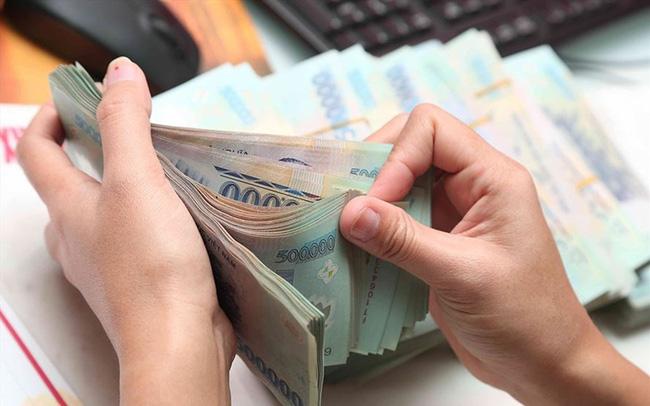 Lãi suất huy động tại các ngân hàng ồ ạt giảm - Ảnh 1