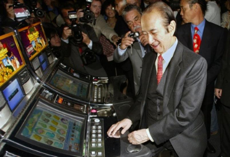 Tỷ phú sòng bạc Ma Cao Stanley Ho nghỉ hưu ở tuổi 96 - Ảnh 1