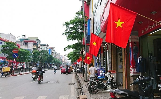 Hà Nội rực rỡ cờ hoa mừng ngày thống nhất đất nước - Ảnh 4
