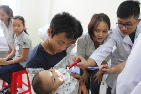 Trả lại nụ cười cho gần 200 em nhỏ dị tật hở hàm ếch ở Nghệ An - Ảnh 3
