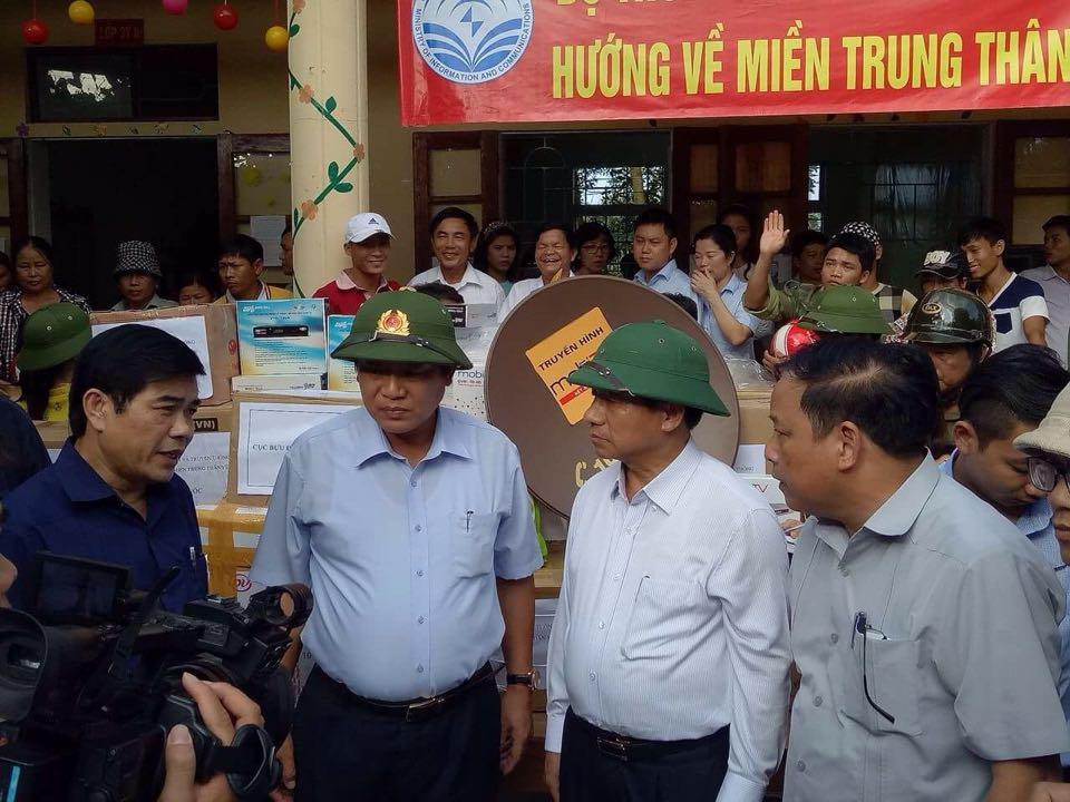 Bộ trưởng Trương Minh Tuấn đến với bà con vùng ven tâm lũ Hà Tĩnh - Ảnh 1