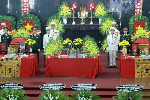 Xúc động lễ truy điệu 3 chiến sỹ hy sinh trong vụ máy bay rơi ở Vũng Tàu - Ảnh 4