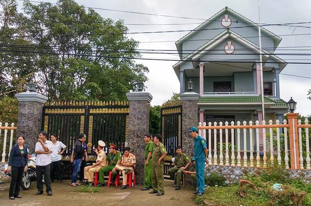 Khởi tố kẻ sát hại vợ, con trưởng ban dân vận huyện tại nhà riêng - Ảnh 2
