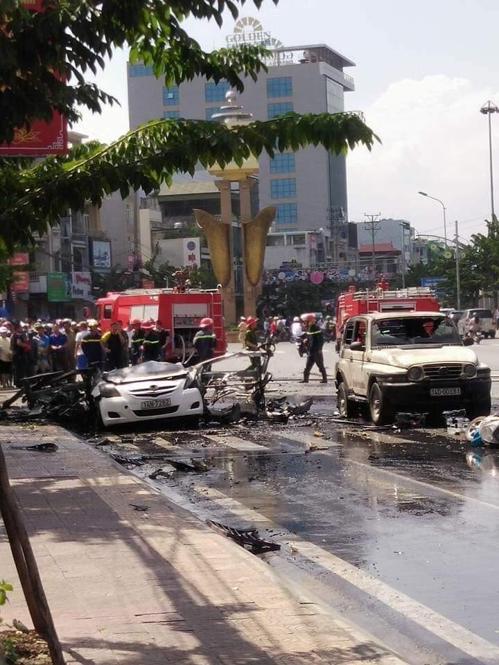 Hiện trường vụ nổ taxi kinh hoàng khiến 2 người tử vong - Ảnh 1