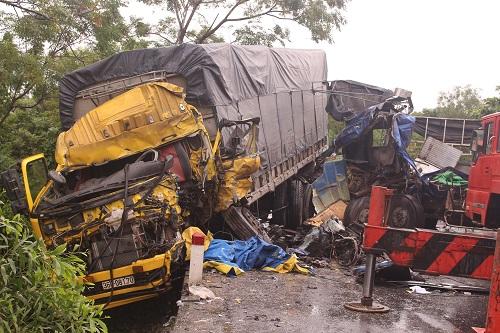 Tai nạn liên hoàn, ít nhất 4 người thương vong - Ảnh 1