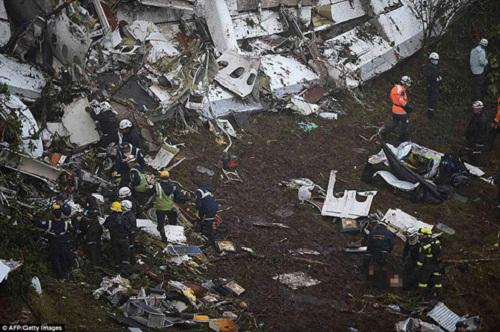 Brazil quốc tang 3 ngày tưởng niệm các nạn nhân trong vụ rơi máy bay ở Colombia - Ảnh 1