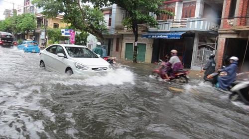 Phú Yên: Hơn 20 căn nhà bị lốc xoáy thổi bay mái - Ảnh 2