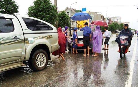 Mưa lớn tại Nghệ An: Nhiều tuyến đường tê liệt, khu trọ lênh láng nước - Ảnh 5