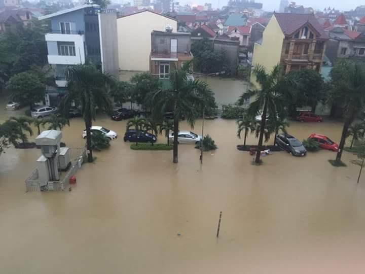 Mưa lớn tại Nghệ An: Nhiều tuyến đường tê liệt, khu trọ lênh láng nước - Ảnh 4