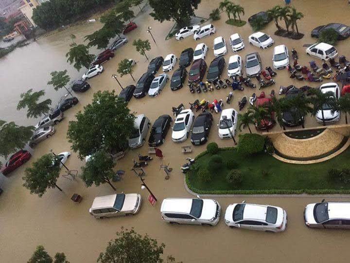 Mưa lớn tại Nghệ An: Nhiều tuyến đường tê liệt, khu trọ lênh láng nước - Ảnh 3