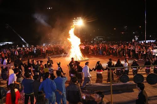 Tưng bừng Ngày hội hoa hướng dương và Đêm hội sắc xuân miền Tây ở Nghệ An - Ảnh 5