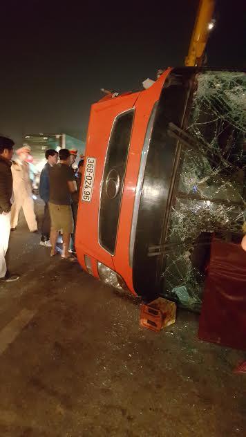 Vụ lật xe ở Nghệ An 14 người nhập viện: Hành khách kể lại giây phút sinh tử - Ảnh 5
