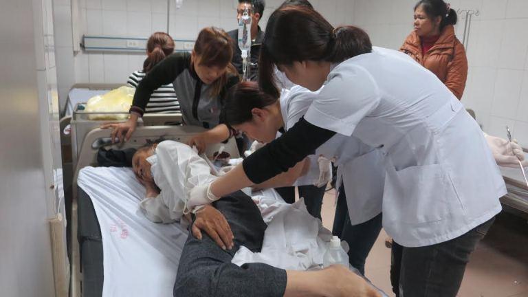 Vụ lật xe ở Nghệ An 14 người nhập viện: Hành khách kể lại giây phút sinh tử - Ảnh 1