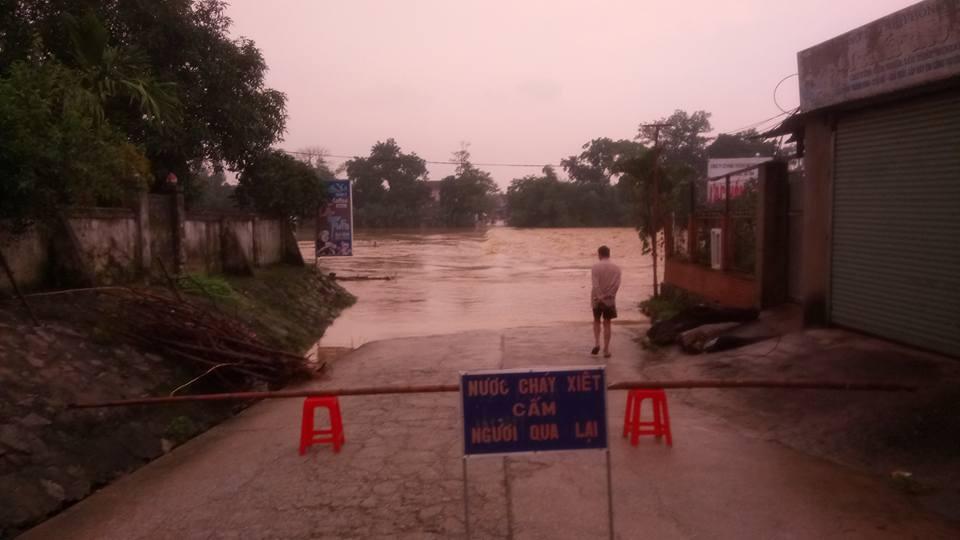 14 người chết, 5 người mất tích do mưa lũ tại các tỉnh miền Trung - Ảnh 3