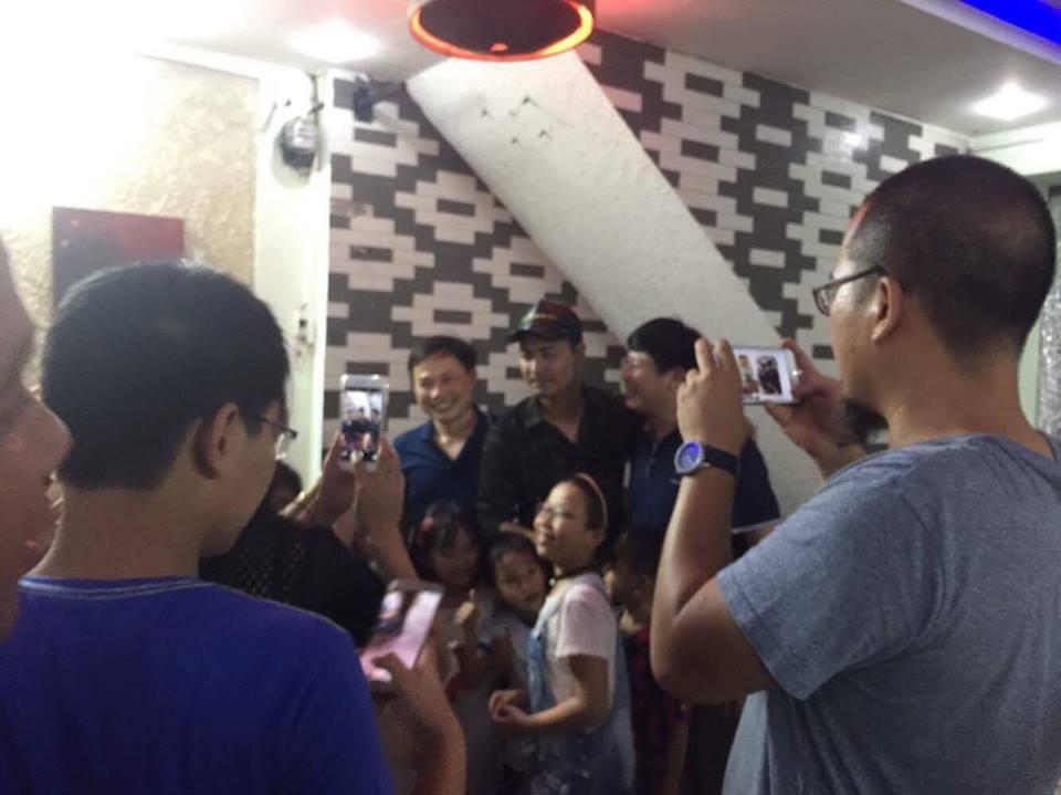 Fan vùng lũ tìm đến khách sạn cả đêm để chụp hình với MC nổi tiếng - Ảnh 3