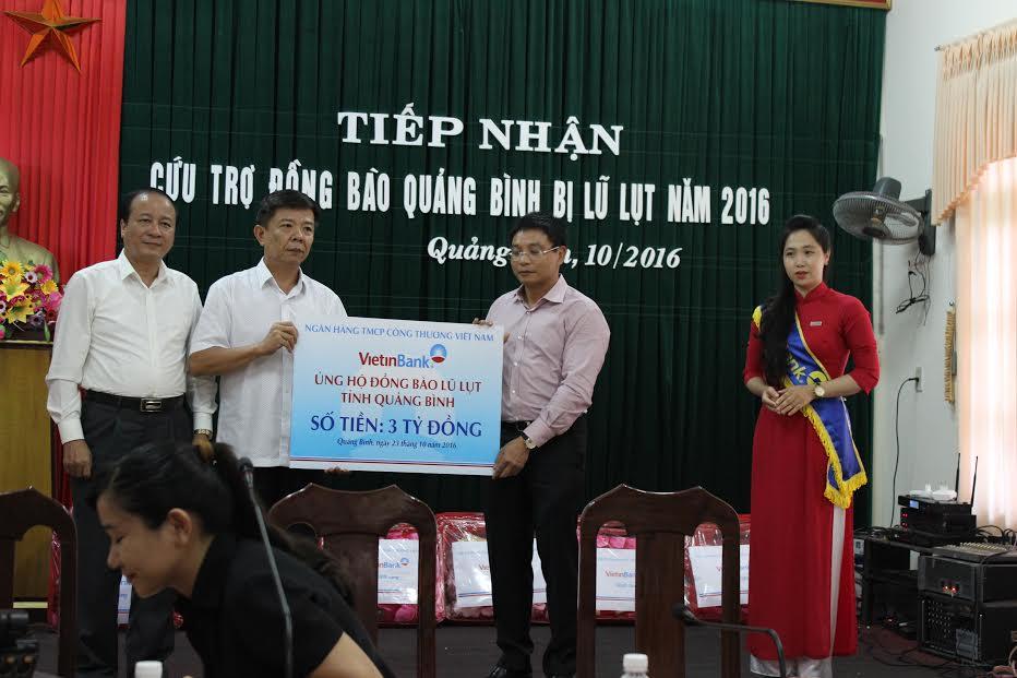 Ngân hàng VietinBank hỗ trợ 3 tỷ đồng cho đồng bào vùng lũ Quảng Bình - Ảnh 1