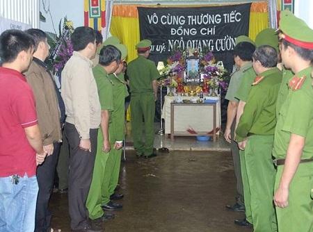 Vụ nổ tại trụ sở Công an Đắk Lắk: Thăng quân hàm cho ba cảnh sát hy sinh - Ảnh 1