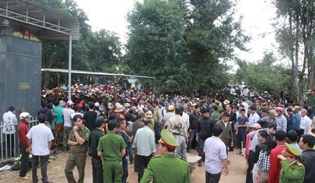 Vụ nổ tại trụ sở Công an Đắk Lắk: Thăng quân hàm cho ba cảnh sát hy sinh - Ảnh 2