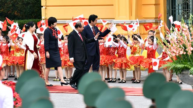 Lễ đón trọng thể Thủ tướng Nhật Bản Shinzo Abe tại Phủ Chủ tịch - Ảnh 4