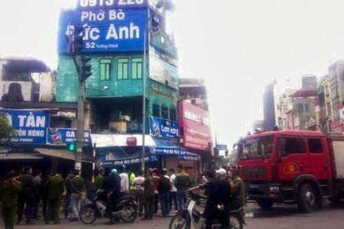 Cháy quán cơm giữa trung tâm thành phố, 1 người bị bỏng nặng - Ảnh 2