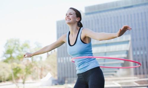 Cách giảm mỡ bụng bằng cách lắc vòng - Ảnh 1