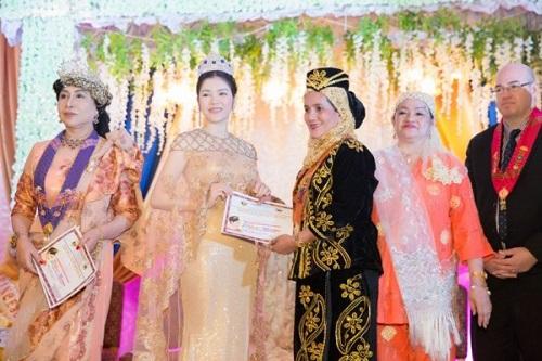 Lý Nhã Kỳ lộng lẫy trong lễ sắc phong công chúa châu Á bộ tộc Mindanao - Ảnh 1