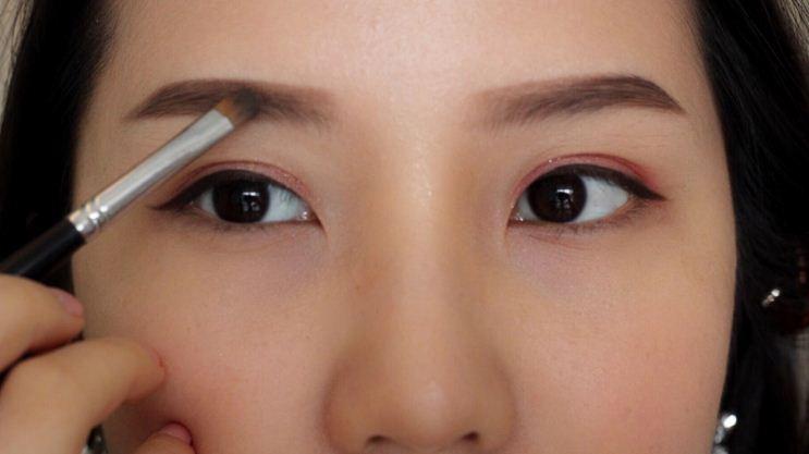 6 cách trang điểm cho đôi mắt to tròn nàng nào cũng nên biết - Ảnh 4