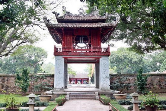 Top 3 địa điểm chụp ảnh cổ kính ở Hà Nội lôi cuốn nhất - Ảnh 2
