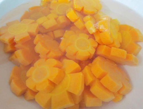 Thử tài khéo tay với cách làm mứt dừa và cà rốt đơn giản tại nhà - Ảnh 2