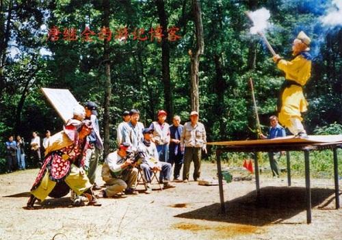Ngắm những hình ảnh về thời quay phim thiếu thốn của Tây Du Ký 1986 - Ảnh 2