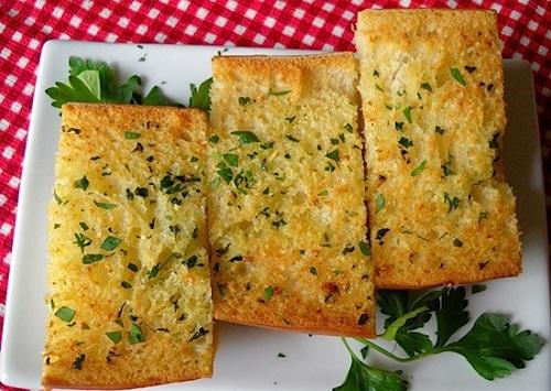 Cách làm bánh mì bơ tỏi thơm ngậy chỉ với 3 bước - Ảnh 4