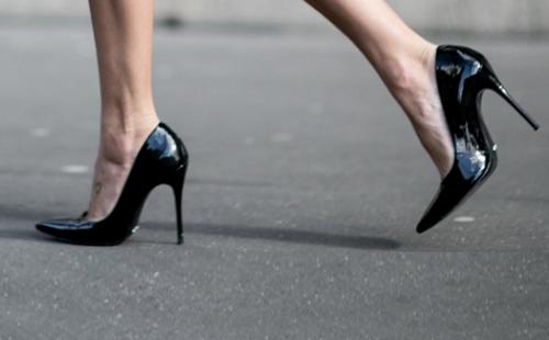 Cách chọn giày cao gót cho người chân to trông thon gọn hơn - Ảnh 3