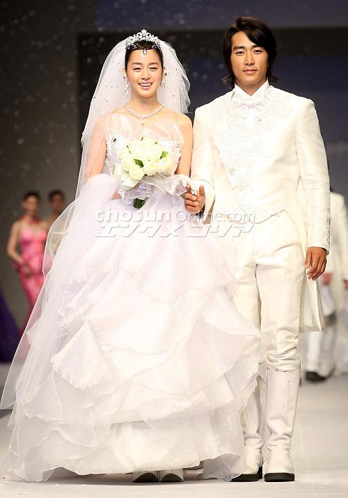 Kim Tae Hee từng có đám cưới đẹp với mỹ nam khác trước Bi Rain - Ảnh 6