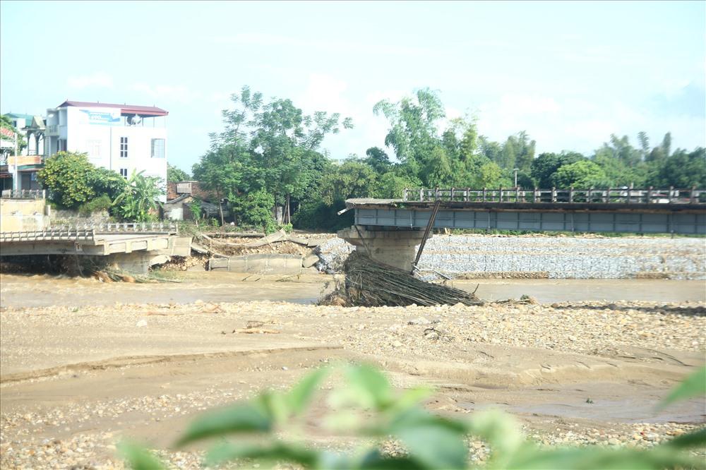 Vụ sập cầu ở Yên Bái: Đã tìm thấy thi thể phóng viên bị lũ cuốn trôi gần 100 km - Ảnh 1